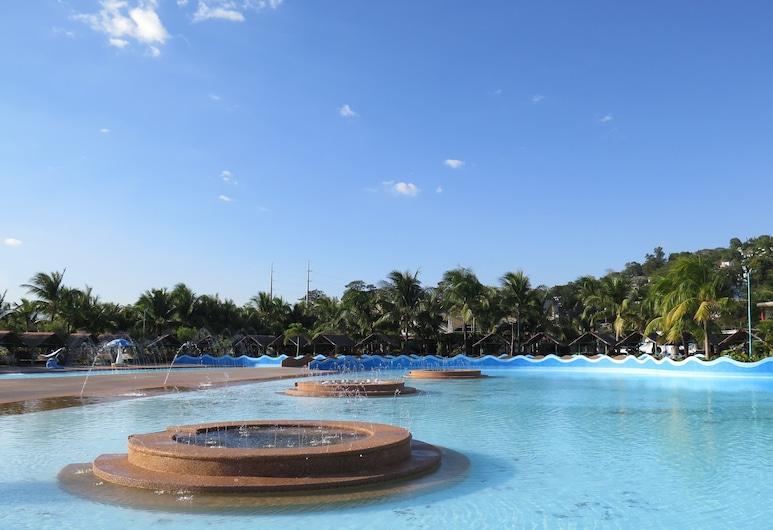 มูนเบย์มารีนาเดอะวิลล่าส์, Olongapo, สวนน้ำ