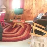 Cabane, 2 chambres, coin cuisine (Cabin #8) - Salle de séjour