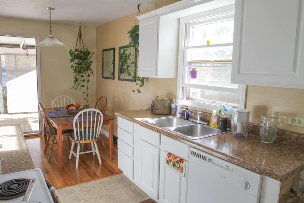 Room, 2 Bedrooms - Dapur berkongsi