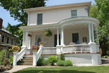 Picture of Accommodations Niagara Bed and Breakfast in Niagara Falls