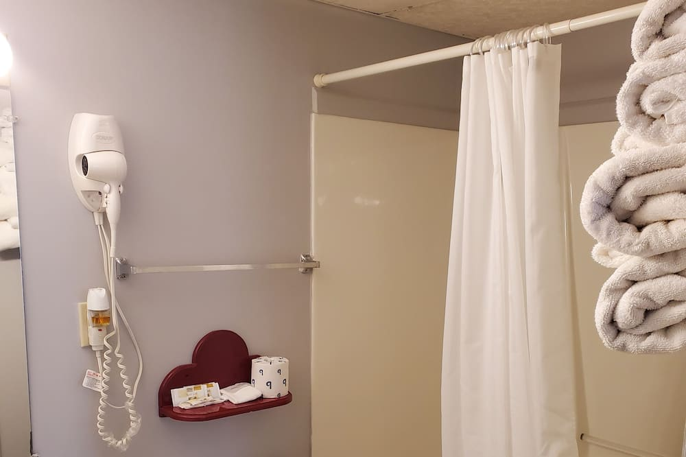 غرفة عادية فردية - سريران كبيران - حمّام