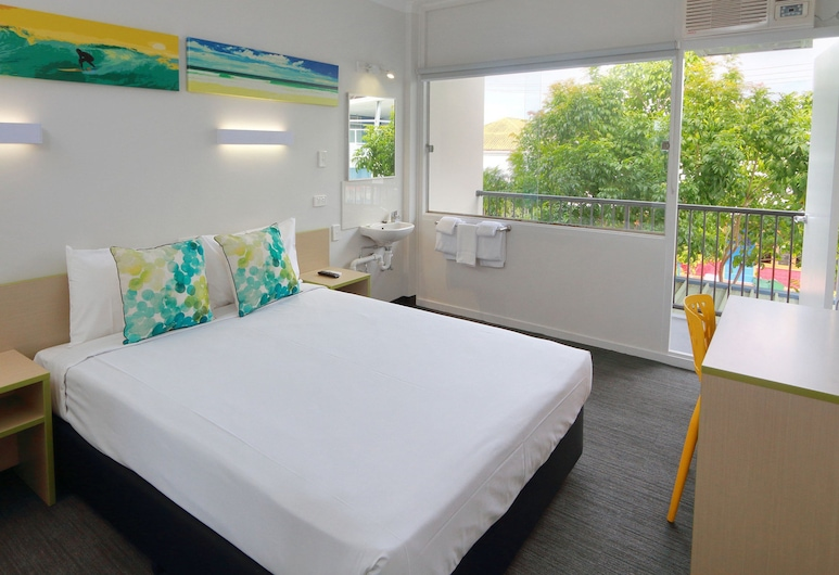 Palm Beach Hotel, Palm Beach, Economy Queen - Shared Facilities, Guest Room