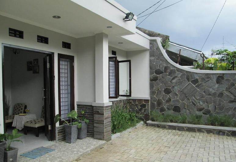 Elenor's Home, Bandung, Rõdu