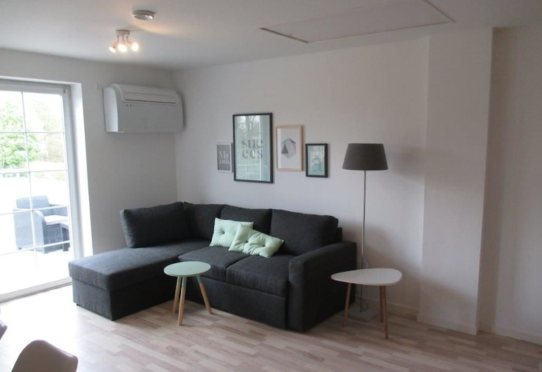 White House Hotel Apartments, Brande, Family Apartment, 3 Bedrooms, Living Room