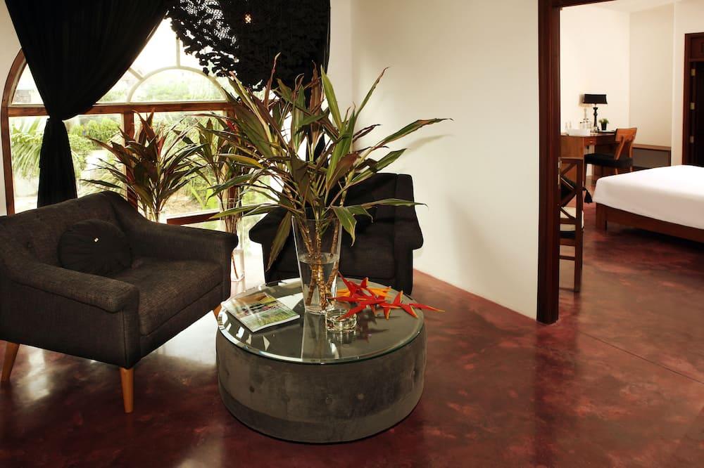 Deluxe Double Garden View - Living Area