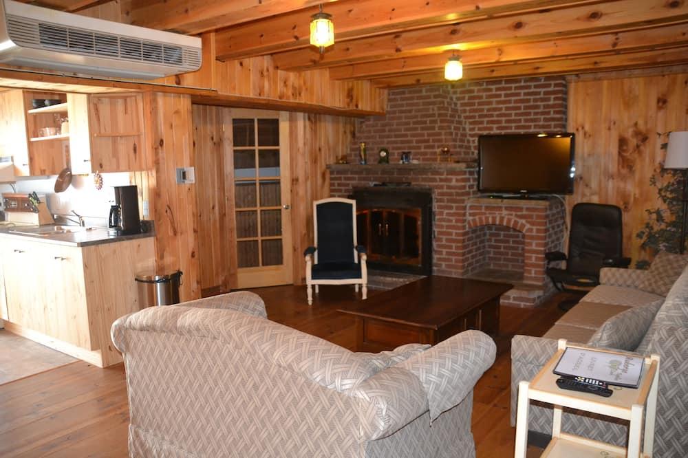 شقة - سريران كبيران - بمطبخ - غرفة معيشة