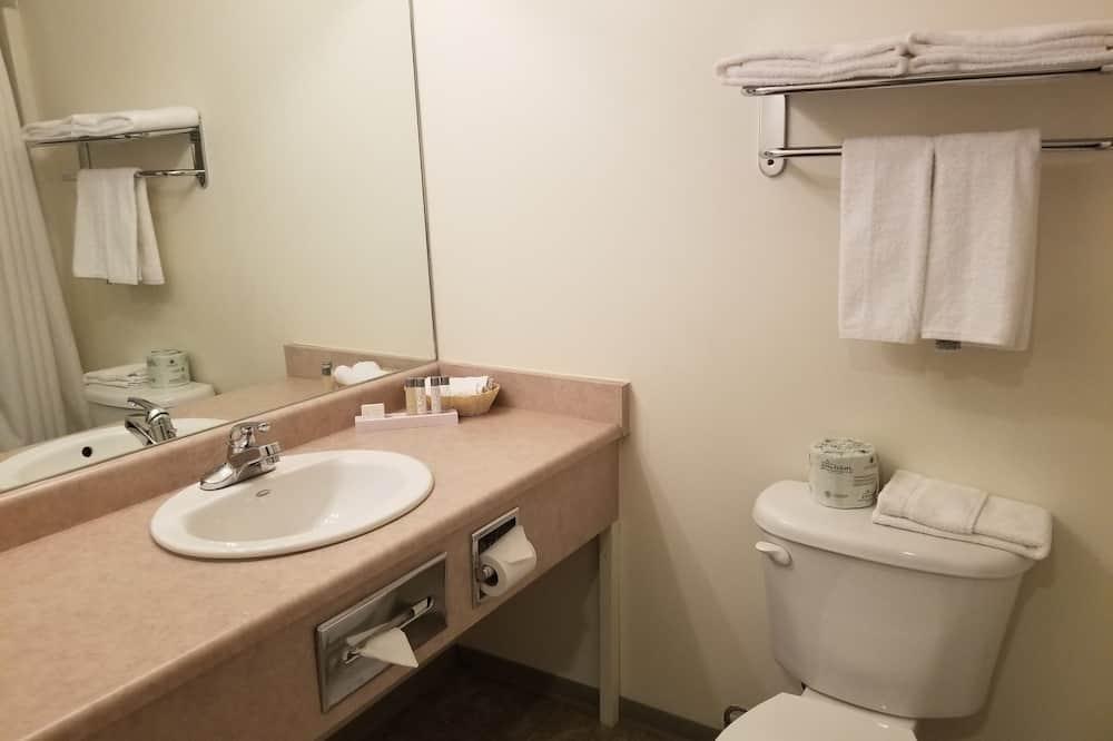 Double Kitchenette Room, 2 Double Beds - Bathroom