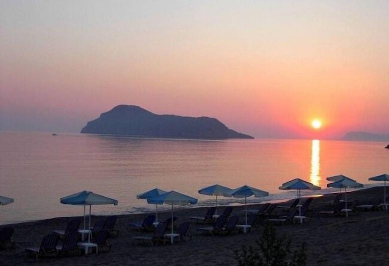 Maleme Mare Beach Resort Hotel, Platanias, Vista desde el establecimiento