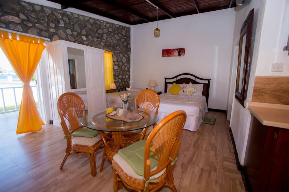 Bungalow, várias camas, Vista Piscina - Refeições no Quarto