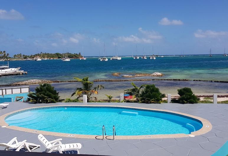 Kings Landing Hotel, Union Island, Pool