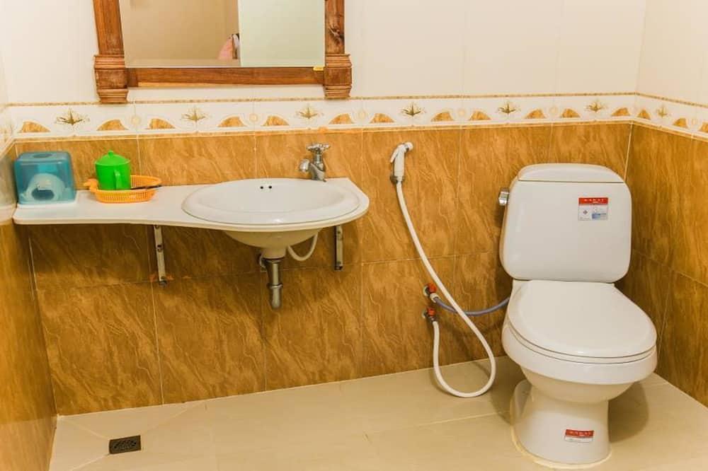 ห้องสแตนดาร์ดดับเบิลหรือทวิน (with A/C) - ห้องน้ำ
