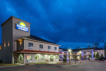 Picture of Days Inn & Suites by Wyndham Madisonville in College Station