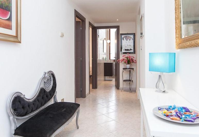 Apartop, Roma, Hall