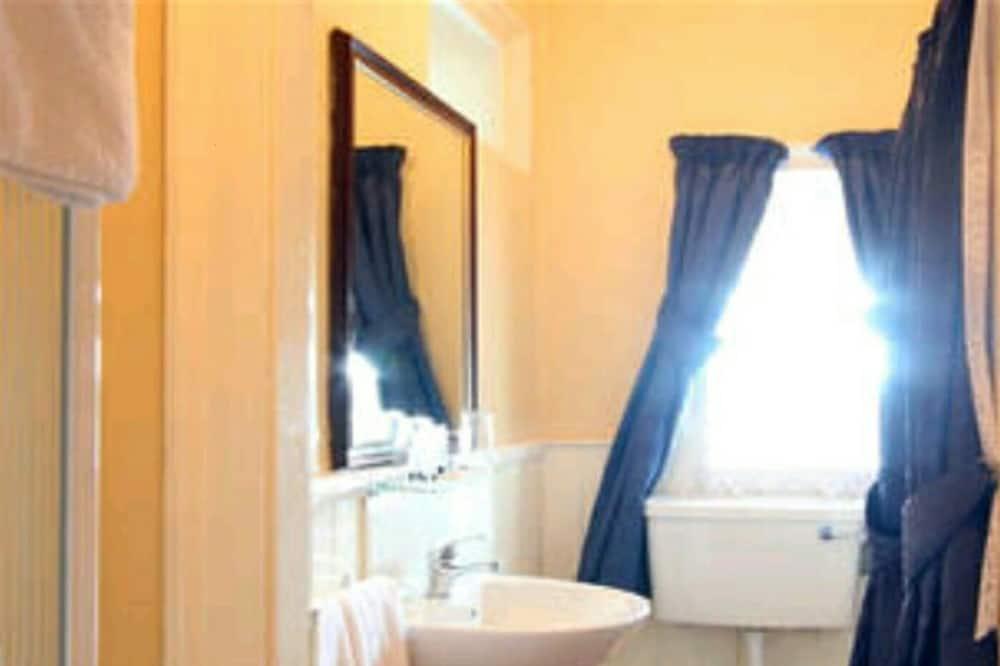Standard Double or Twin Room, Ensuite - Bathroom