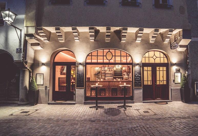 Bohemian Hotel, Regensburg, Hotelfassade am Abend/bei Nacht