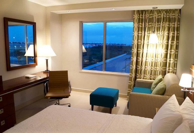 Hampton Inn by Hilton Merida, Yucatan, Mexico, Mérida, חדר, מיטת קווין וספה נפתחת, מקרר, חדר אורחים