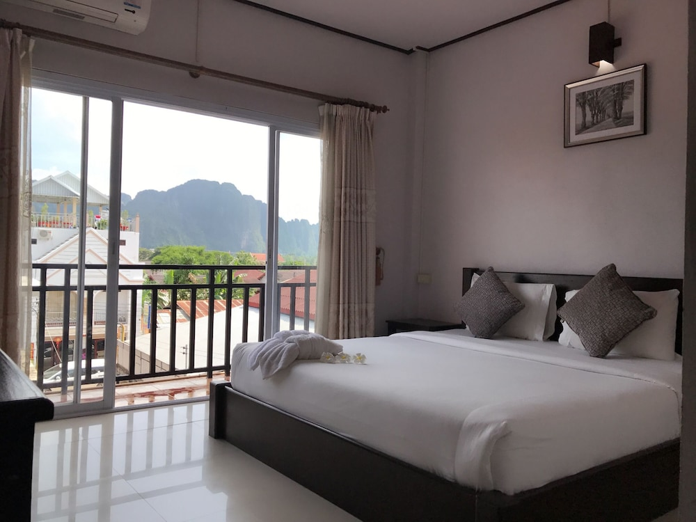 Phou Ang Kham 2 Hotel Vang Vieng Twin Room Balcony Guest