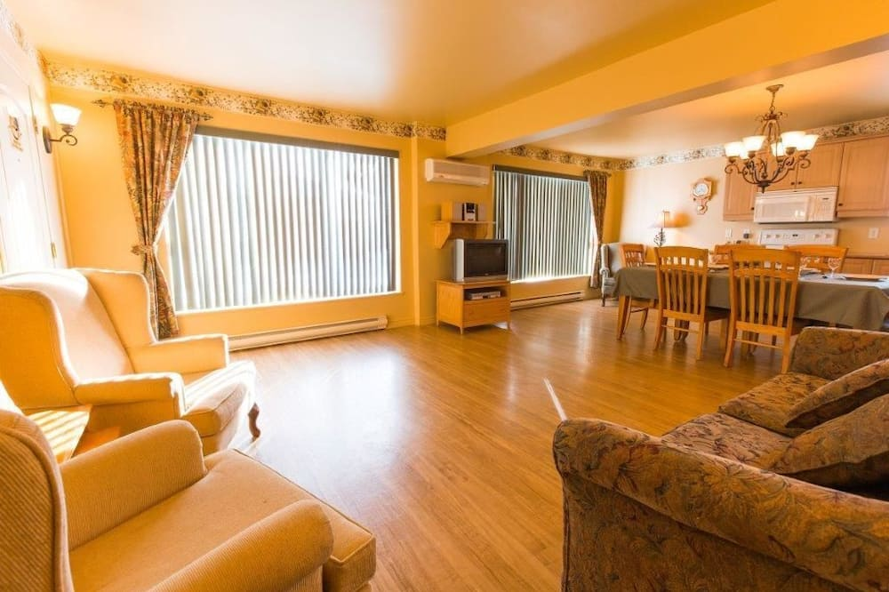 Condo, 2 Bedrooms - Ruang Tamu