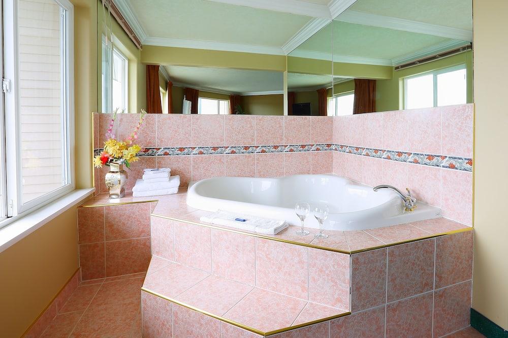 Habitación de luna de miel, 1 cama King size, bañera de hidromasaje, vista al mar - Tina de hidromasaje privada