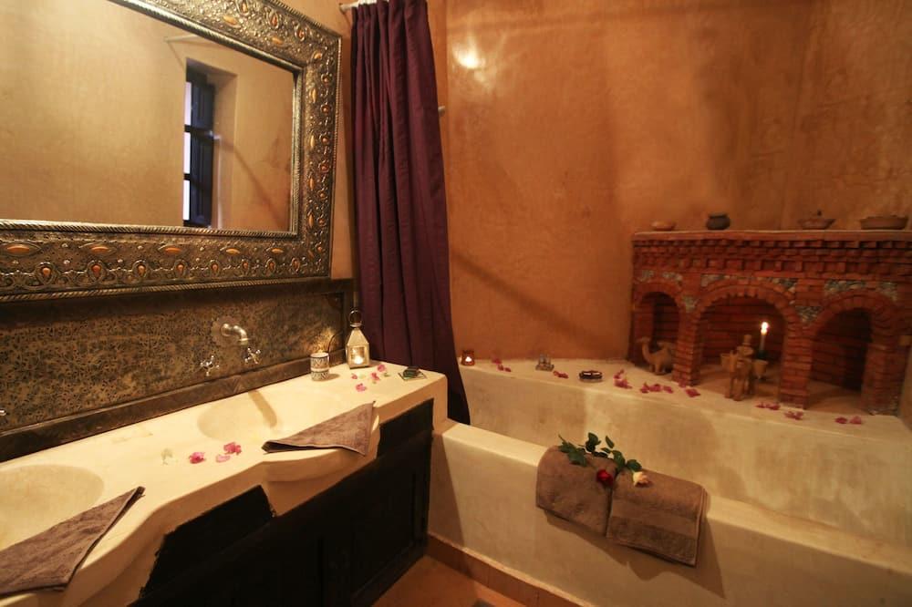 Suite Deluks, 1 kamar tidur, lantai mezzanine - Kamar mandi