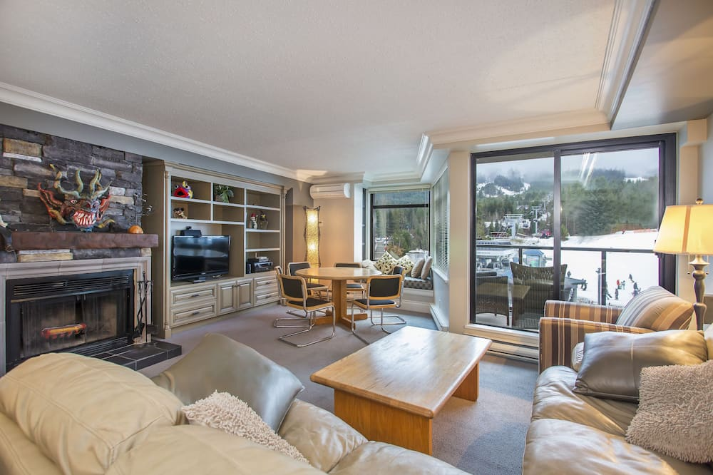 Suite 301, Two Bedrooms, Gold - Living Room