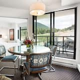 Suite 304, Two Bedrooms, Platinum - Living Room