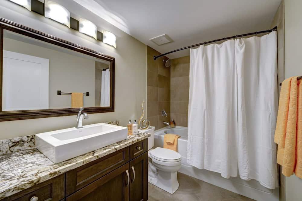 Luxury Studio, Mountain View (Condor) - Bathroom