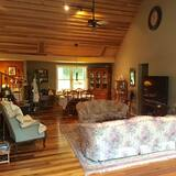 Luxury House, 6 Bedrooms, Mountain View - Living Area