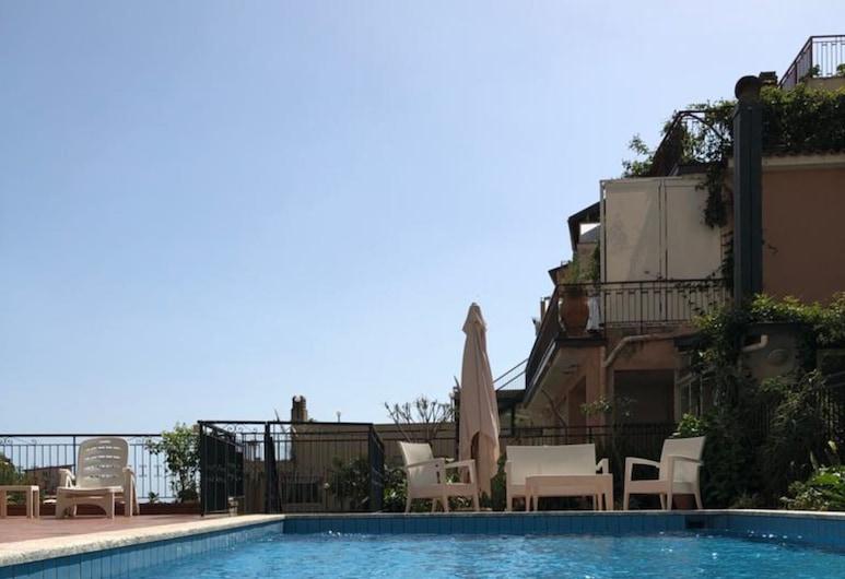 โรงแรมโซเลอาโด, ทาโอร์มินา, สระว่ายน้ำ