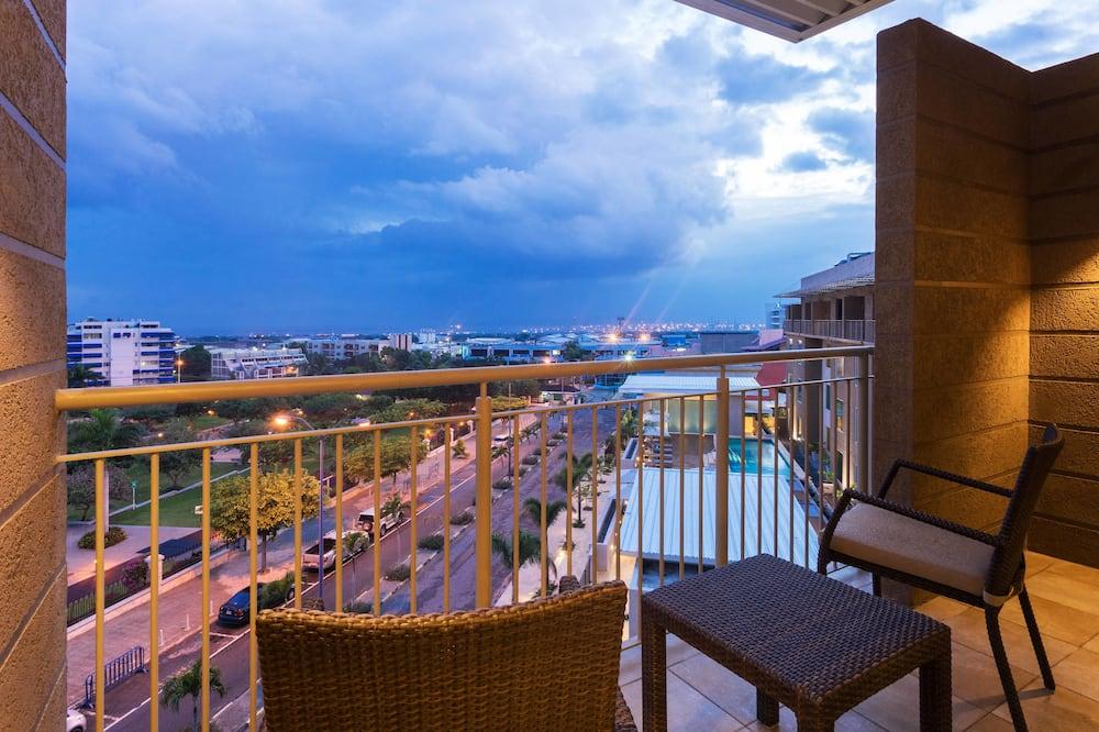 Numurs ar papildu ērtībām, 2 divguļamās karalienes gultas, balkons, skats uz pilsētu - Balkons