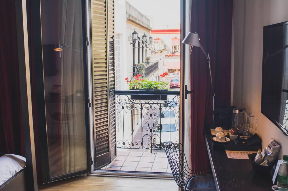 Kambarys, 1 didelė dvigulė lova, balkonas (Colonial) - Vaizdas iš balkono