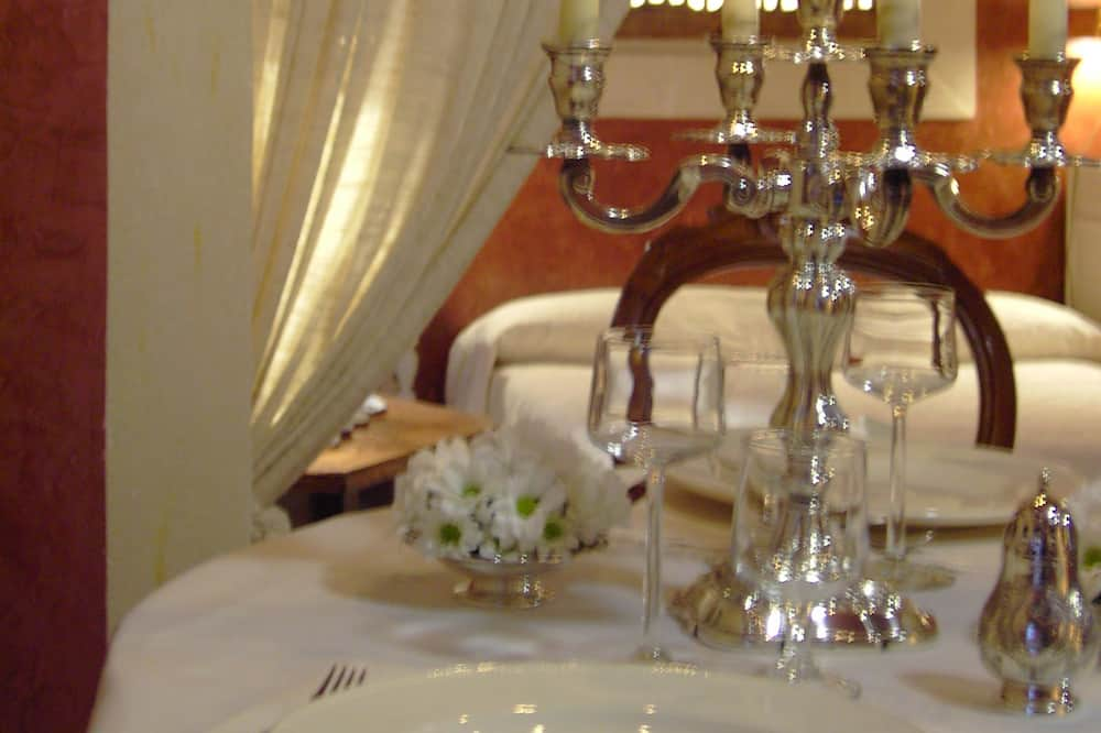 Luxury Suite, 1 Queen Bed - In-Room Dining
