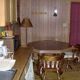 Chatka, viacero postelí (Lumberjack Cabin) - Stravovanie v izbe