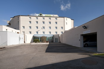 Choose This 2 Star Hotel In Meyzieu