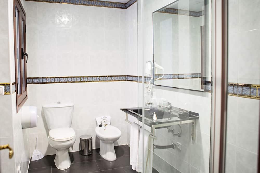 Dobbelt- eller tomannsrom, privat bad - Bad