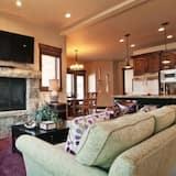 Condo, 3 Bedrooms (Platinum - 1105) - Living Room