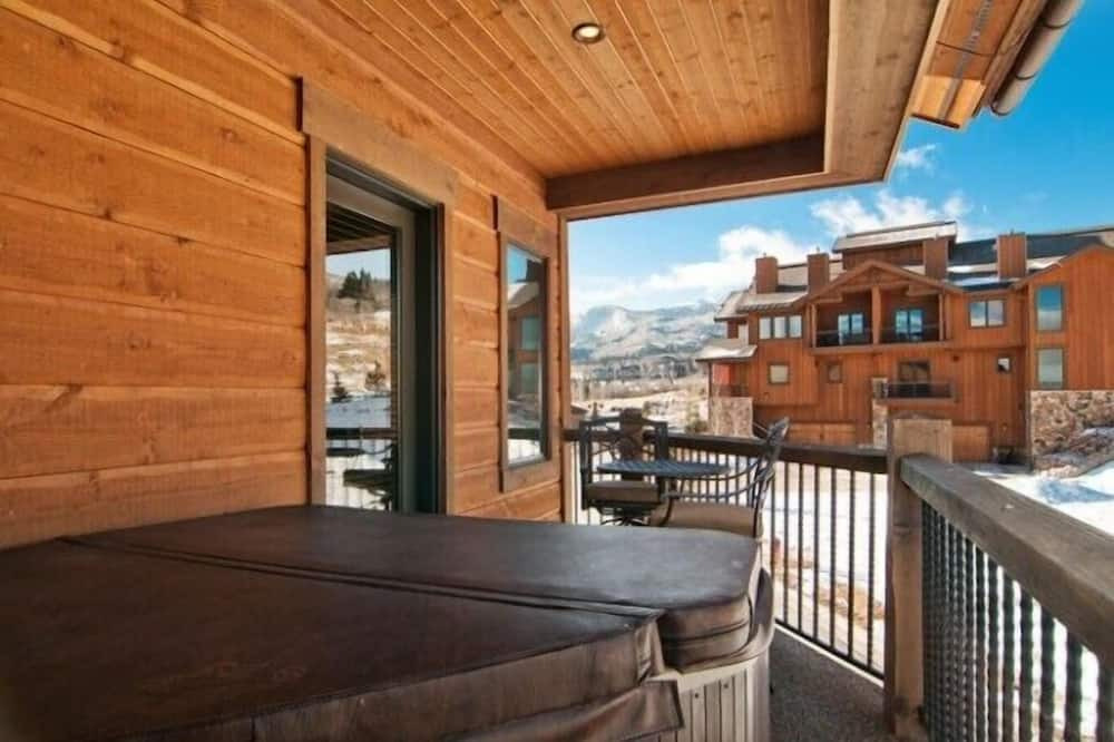 Condo, 3 Bedrooms (Platinum - 1105) - Balcony