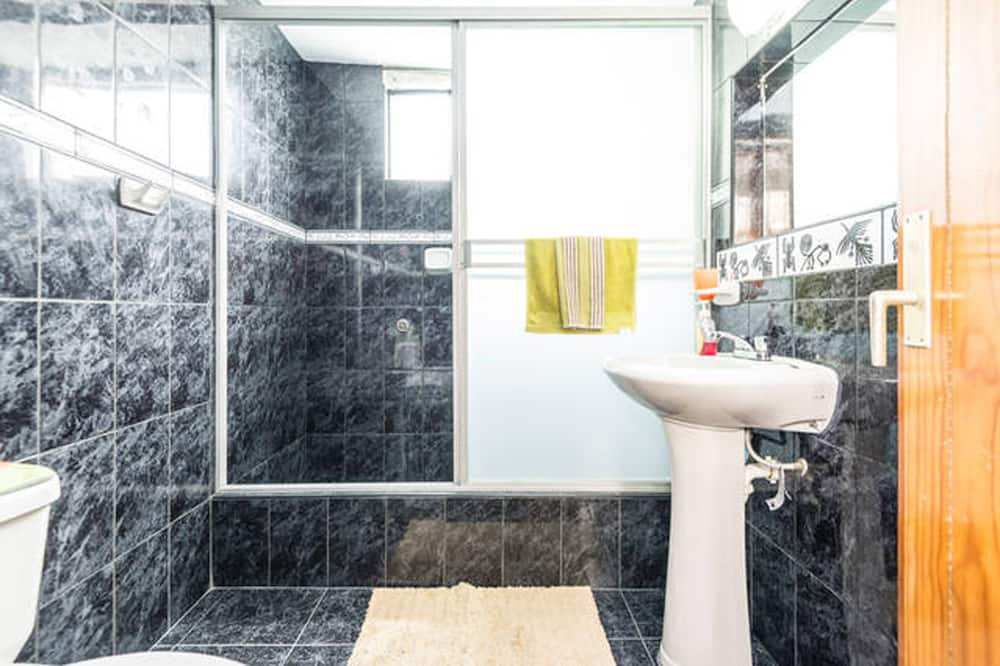 Ayacucho Room With Shared Bath - ห้องน้ำ