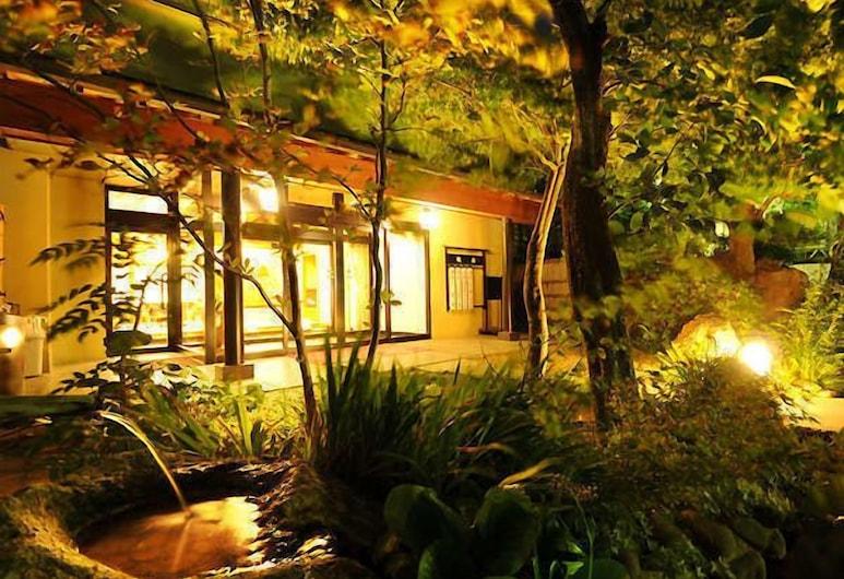 Hotel Marusanso Nishinoyakata, Чикума, Сад