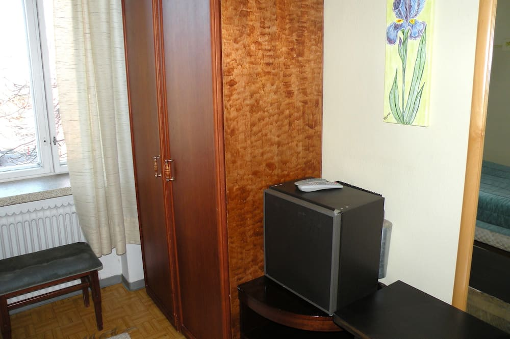 Single Room, Shared Bathroom - Mini Refrigerator