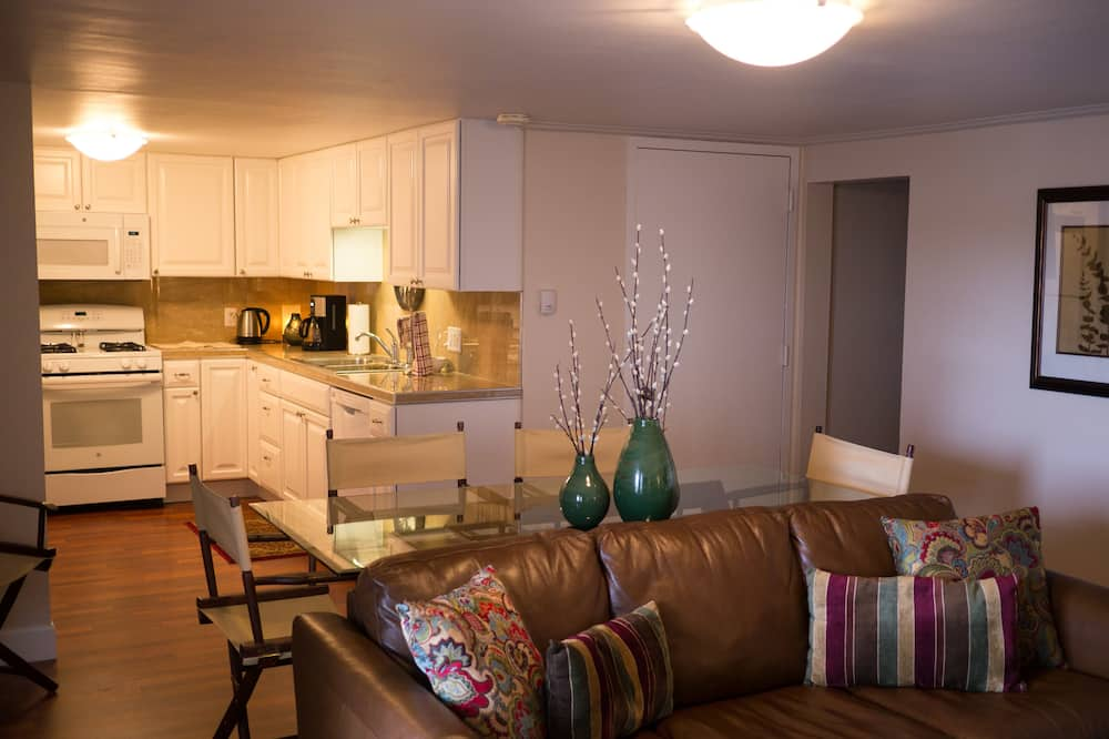 Apartment, 2 Bedrooms, Private Bathroom (21) - In-Room Dining
