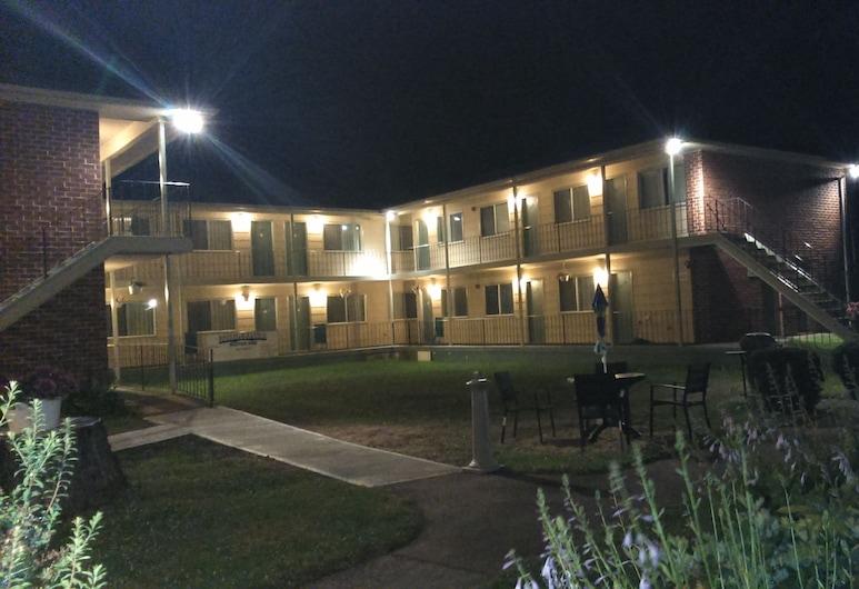 布里奇頓汽車旅館, 橋鎮, 飯店入口 - 夜景
