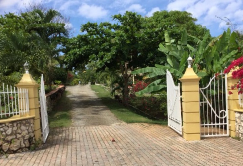 The Sun & Rain Cottage, Negril, Property entrance