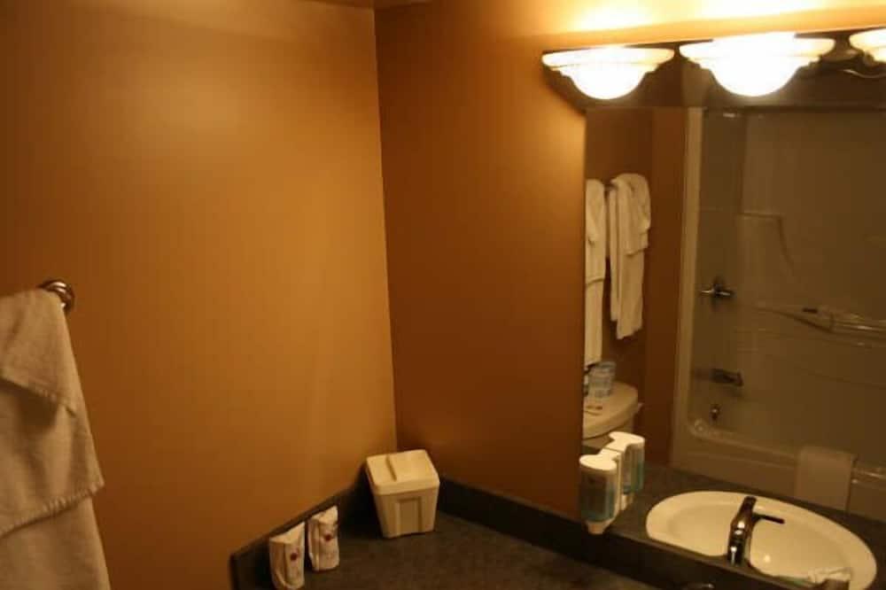 Habitación superior, 2 camas de matrimonio - Cuarto de baño