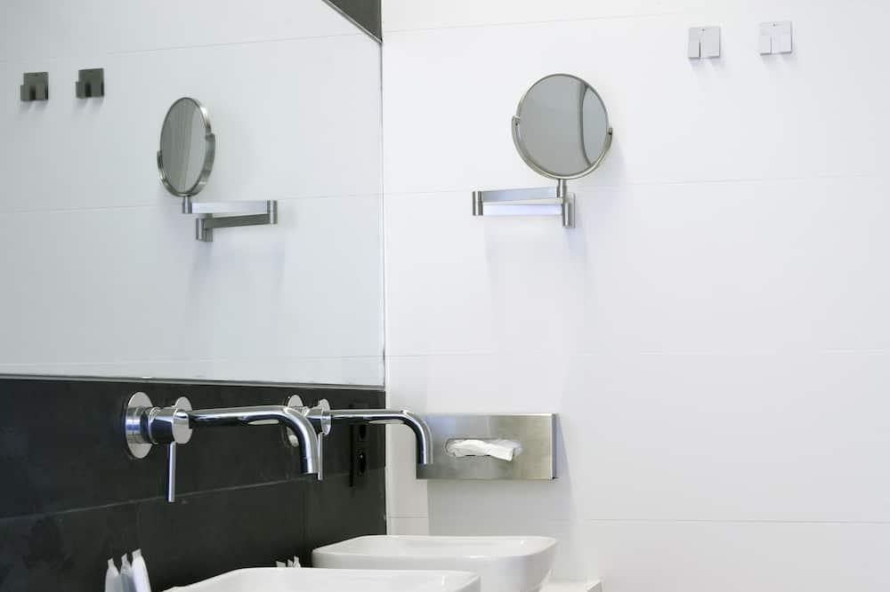 Căn hộ, 2 phòng ngủ - Phòng tắm
