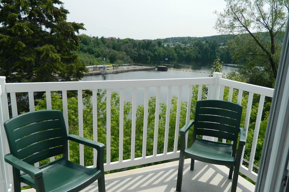 Izba s panoramatickým výhľadom, 2 veľké dvojlôžka (Private Balcony Overlooking River) - Balkón