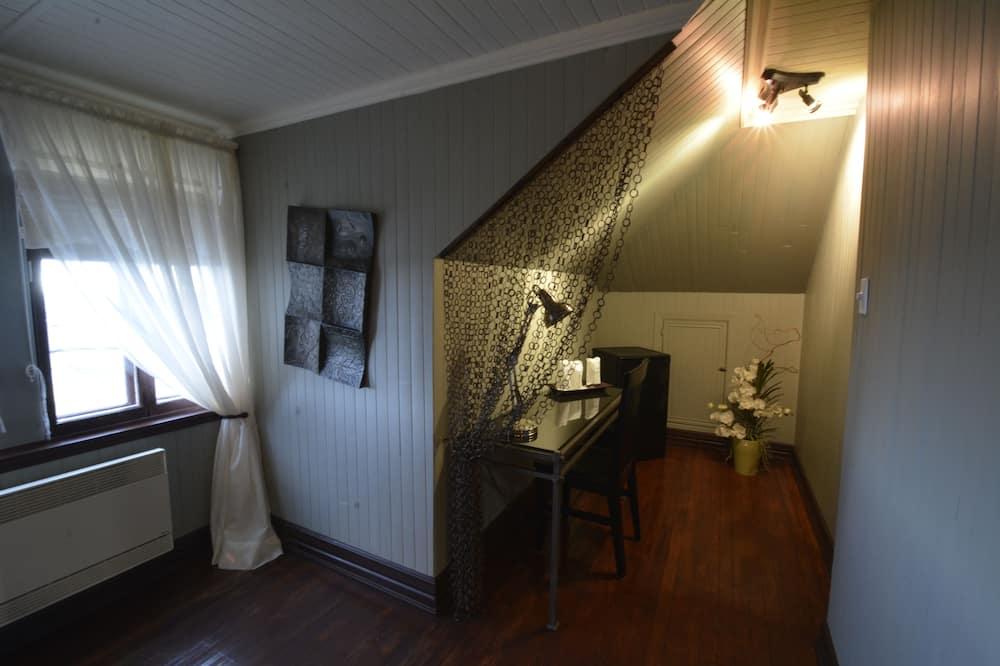 Suite Deluks, 1 Tempat Tidur Queen, kamar mandi pribadi, pemandangan samudra (Le Loft) - Area Keluarga