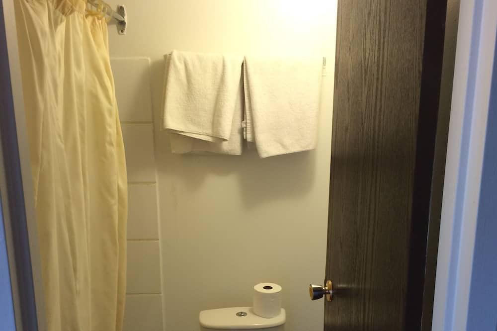 Værelse - 1 queensize-seng - Badeværelse
