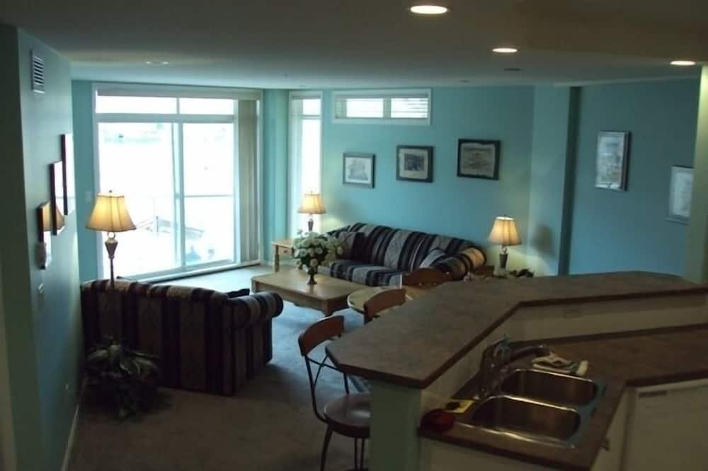 Condo, 3 Bedrooms (204) - Living Area