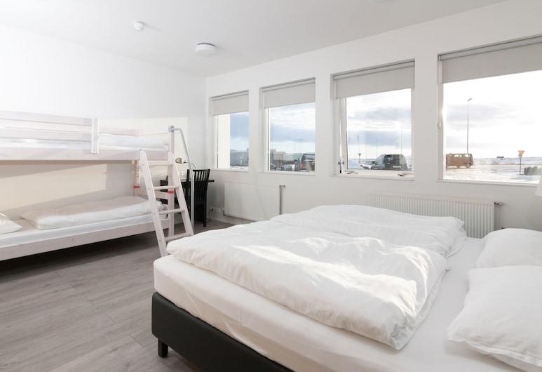 Kef Guesthouse by Keflavík airport, Reykjanesbaer, Habitación familiar, baño privado, Habitación